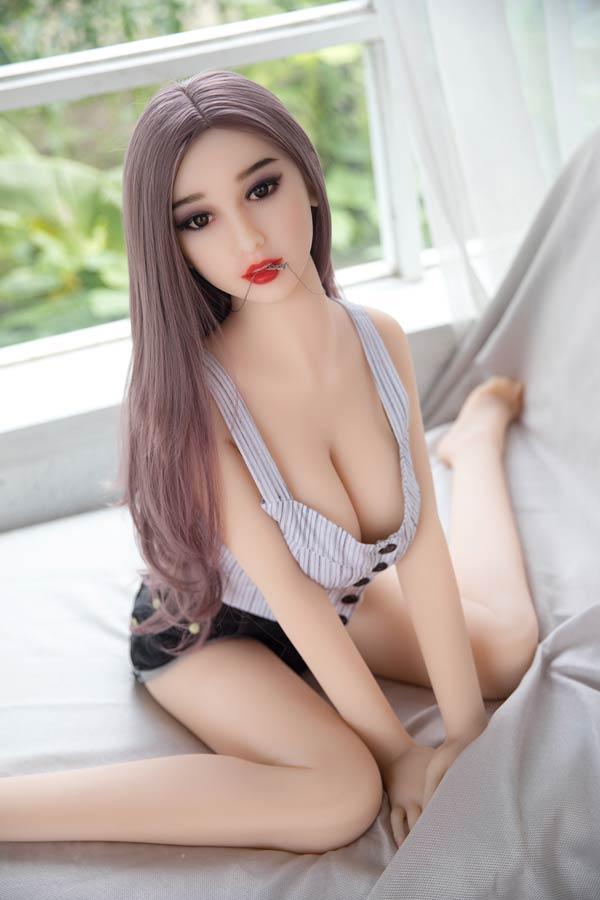 Liebespuppe kleinen Brust